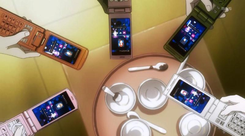 Klapp-Handys statt Smartphones in Animes